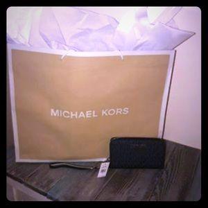 Michael Kors Jet set travel Large flat wristlet